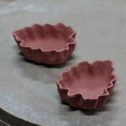 交趾菊葉形小皿ー色盛り