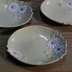 京焼 菊形小皿ー絵付け