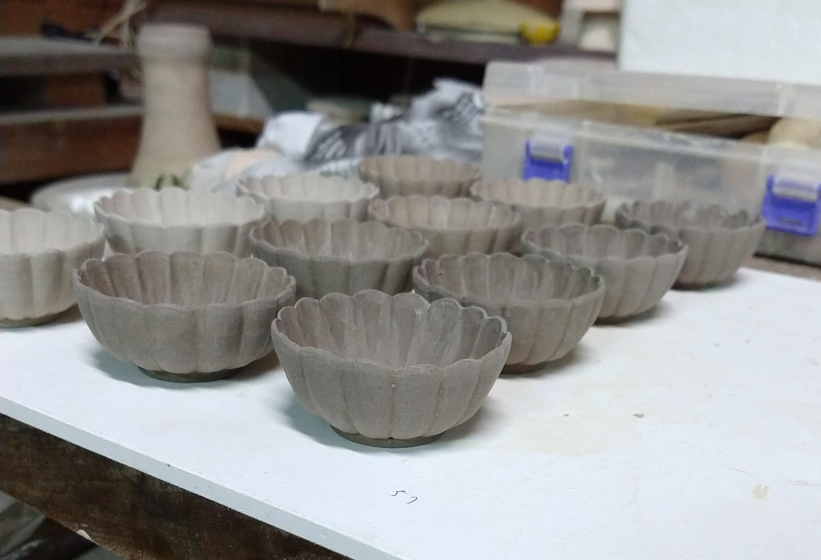 黃交趾菊形豆鉢−削り仕上げ