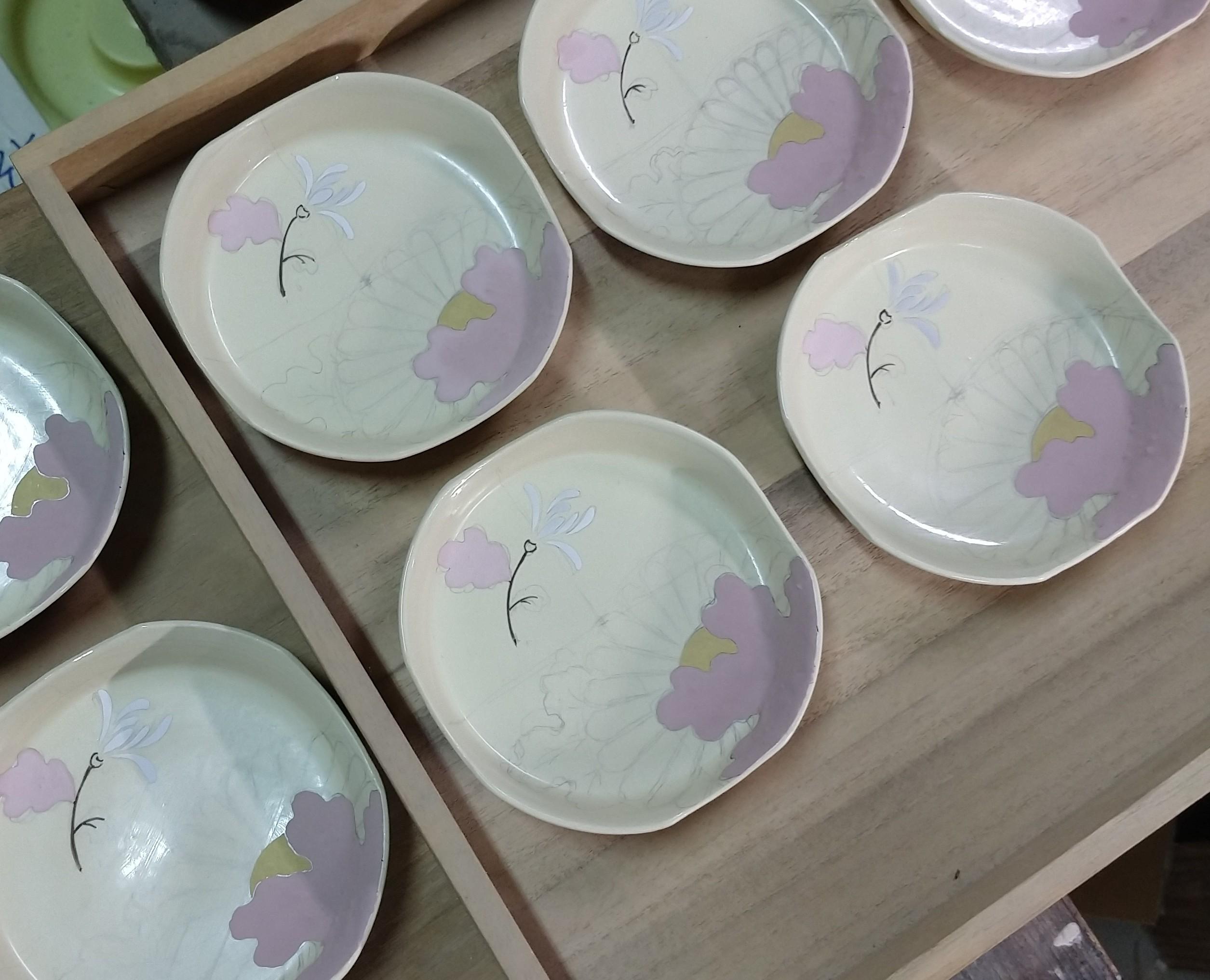 色絵菊紋四方小皿