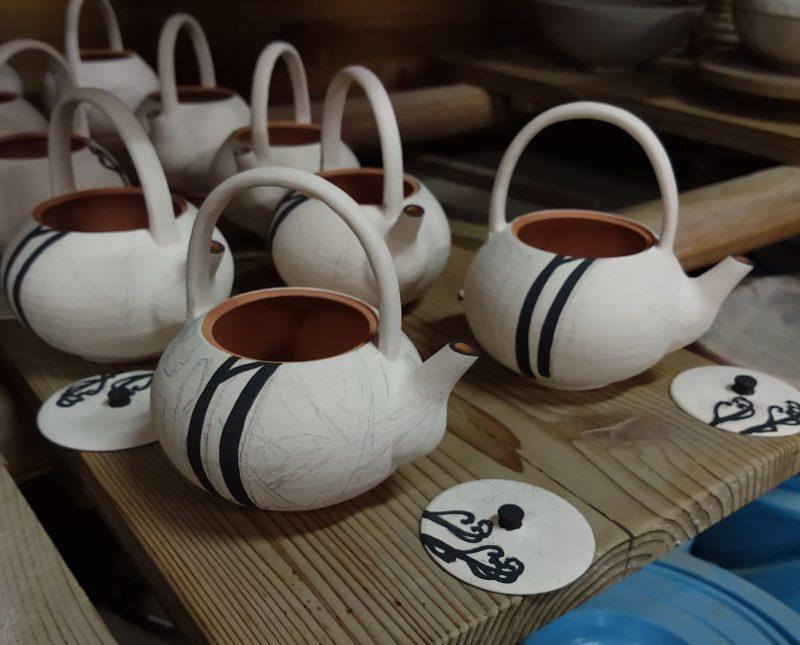 乾山写春草紋銚子
