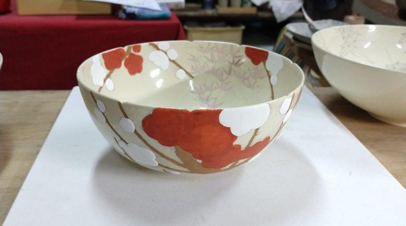 色絵紅白梅紋大鉢