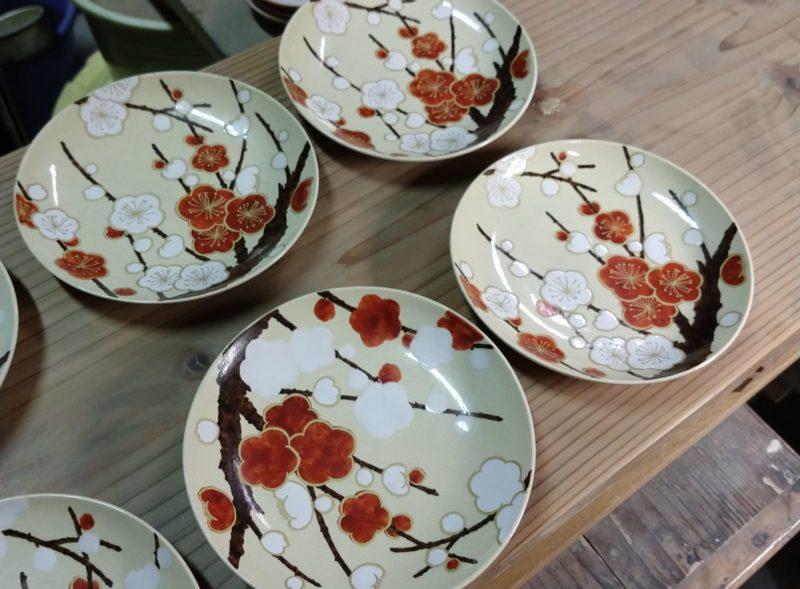 色絵紅白梅紋4寸皿
