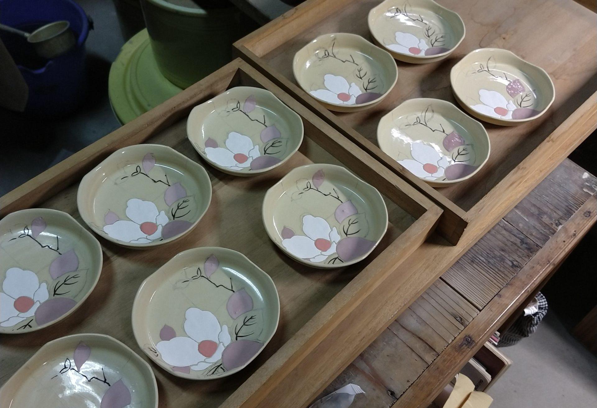 色絵椿紋四方小皿