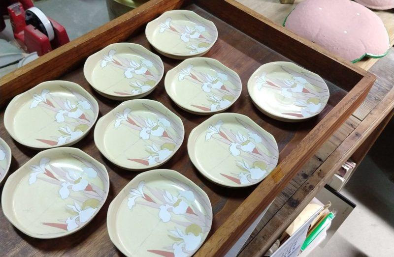 色絵燕子花紋四方小皿