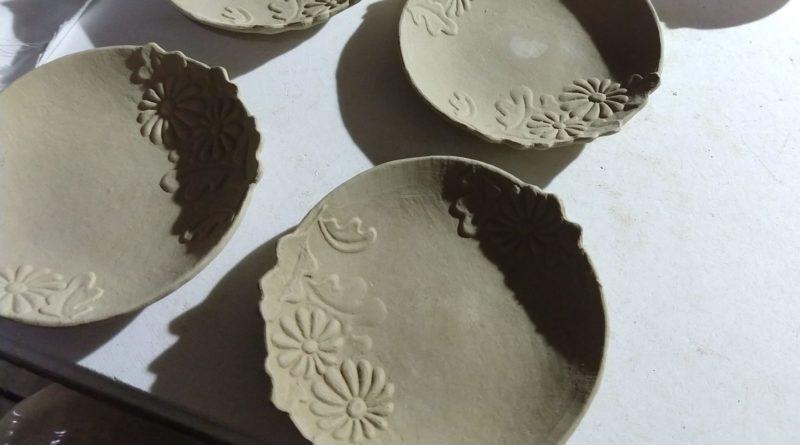 色絵菊紋小皿