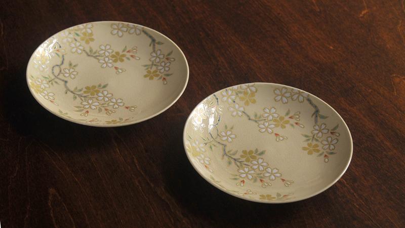 色絵桜紋4寸皿