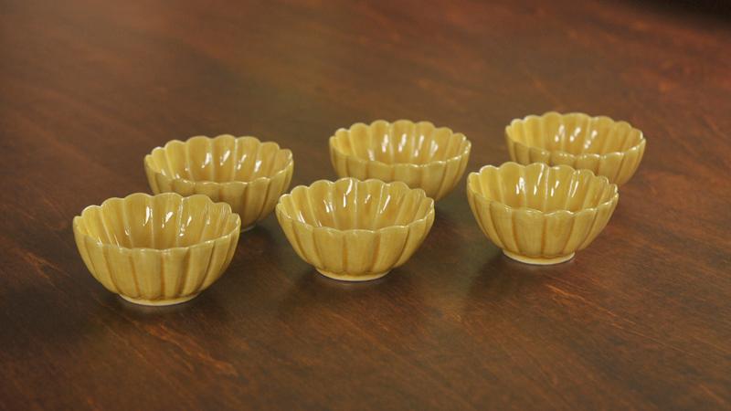 黄交趾菊型豆鉢
